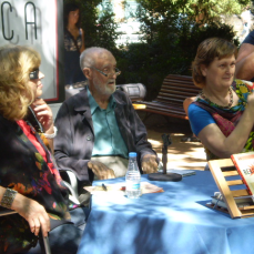"""2011/Agosto :: JLSampedro junto a Olga Lucas y Rosa María Artal en la presentación de """"Reacciona"""",duranta la Feria del Libro de Jaca"""