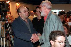 ¿1991? :: José Luís Sampedro saluda a Manuel Vazquez Montalban CRISTÓBAL MANUEL
