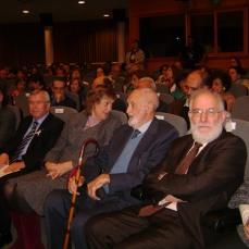 2010 19 octubre José Luís Sampedro acompañado de Olga Lucas y Carlos Berzoza 0ctubre UC3M Acto de homenaje III edición del Festival de novela Getafe Negro entrega del I Premio José Luis Sampedro