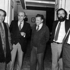 1982 :: José Luís Sampedro con Juan García Hortelano, Jaime Salinas, Mario Benedetti, Julián Ríos
