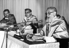 1990 :: José Luís Sampedro Lección inaugural del los Cursos de Verano de la Universidad de Cantabria, en Laredo
