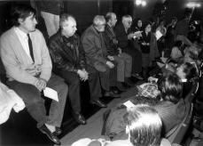 1991 :: José Luis Sampedro con Luis García Montero, Eduardo Mendicutti, y Almudena Grandes, en un acto contra de la Guerra del Golfo
