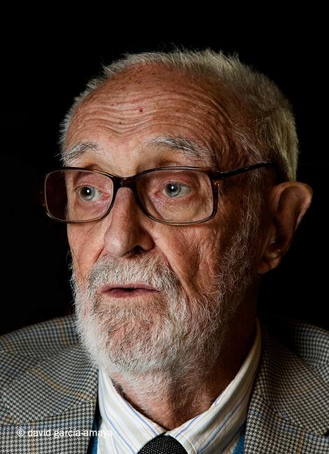 2007 _4 José Luís Sampedro posando para reportaje fotográfico departamento de cultura Corte Ingles_Fotógrafo David García Amaya