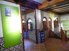 Acceso a la exposición sobre José Luis Sampedro.Foto Blog ElPaisQueNuncaSeAcaba